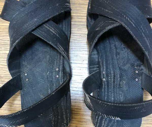 flip flops made of old rubber car tyres